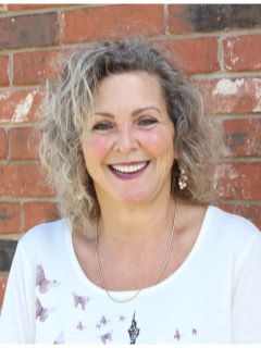 Nina Horn - Real Estate Agent