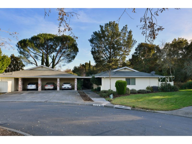 18 Meadowgreen Circle,  Santa Rosa, CA 9540…