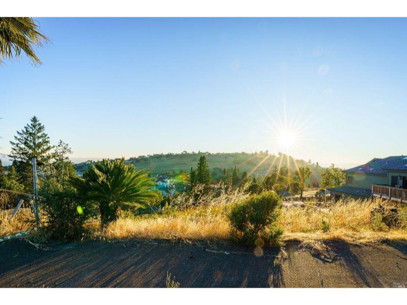 3747 Woodboune Place,  Santa Rosa, CA 95403