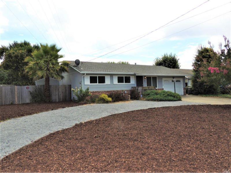 208 Westbrook Drive,  Santa Rosa, CA 95401
