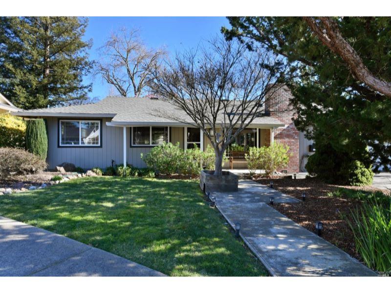 4 Oakhurst Place,  Santa Rosa, CA 95409