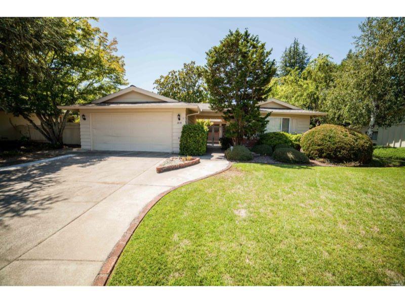 6838 Oakmont Drive,  Santa Rosa, CA 95409