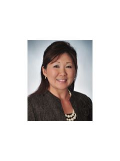 Regina Lee - Real Estate Agent