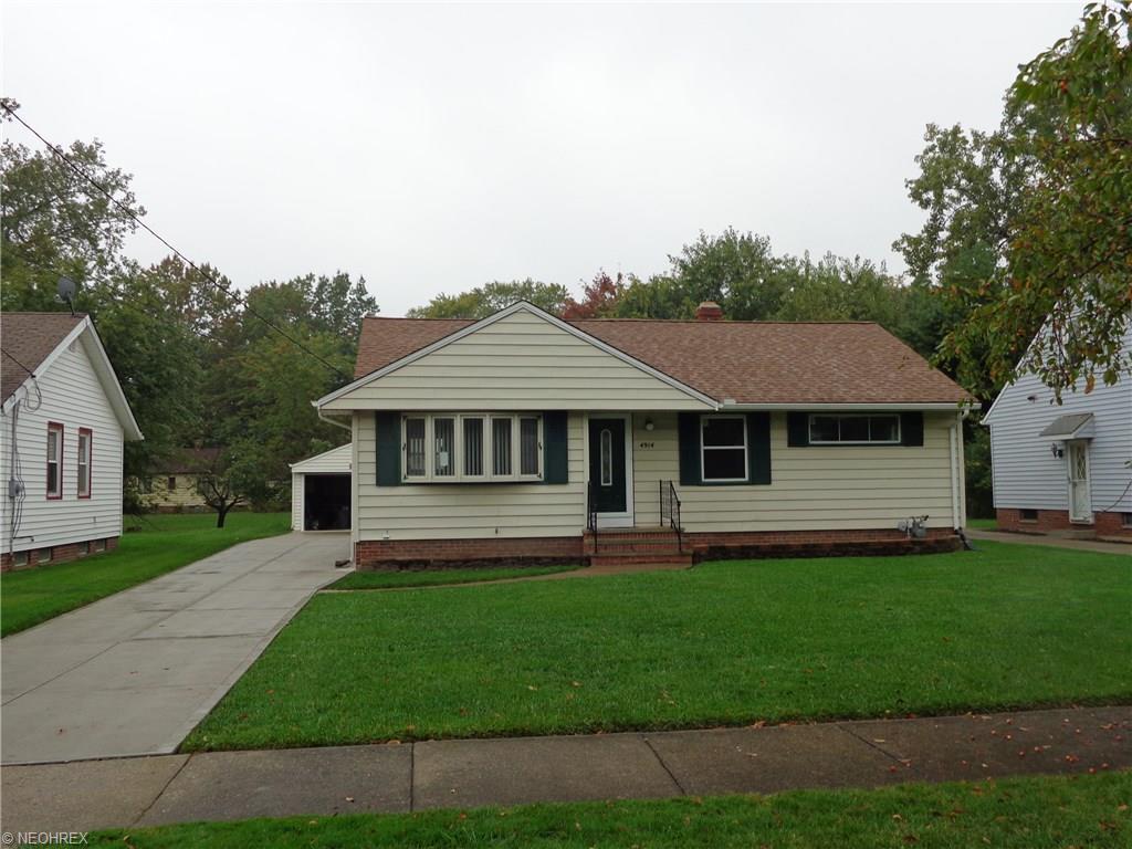 4914 N Randall Dr, North Randall, OH 44128