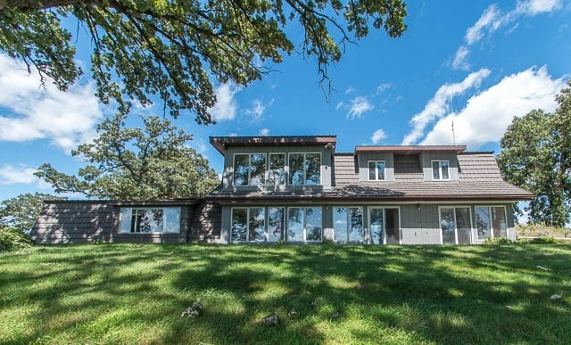 1615 W Town Line Rd, Leaf River, IL 61047