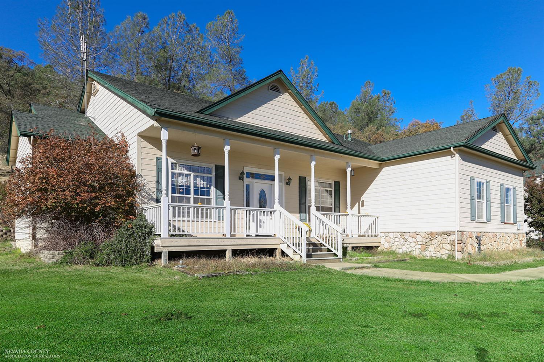 10645 Oak Springs Rd, Penn Valley, CA 95946
