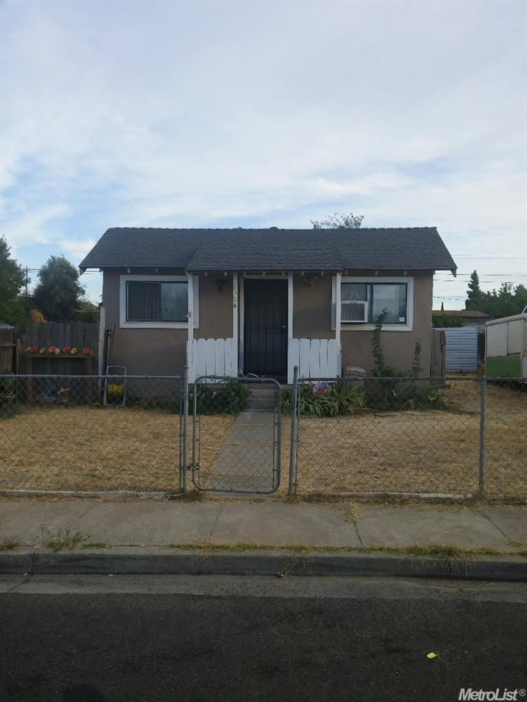2954  Ross Ave, Riverbank, CA 95367