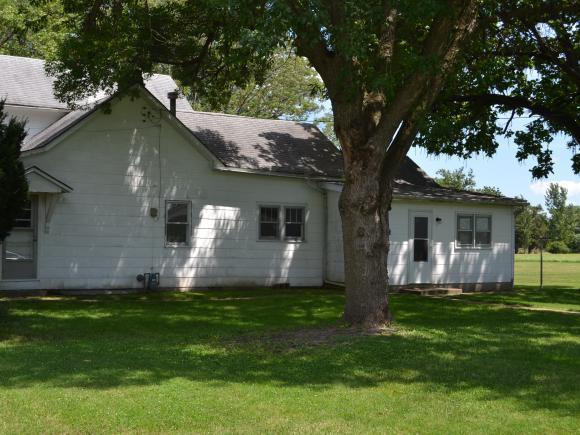 702 W Grant Ave, Altamont, IL 62411
