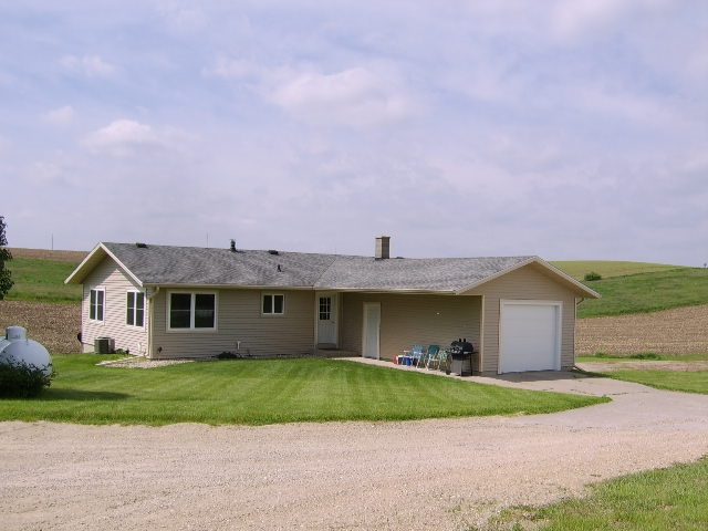 5132  Curtis Kahl Rd, Berry, WI 53515