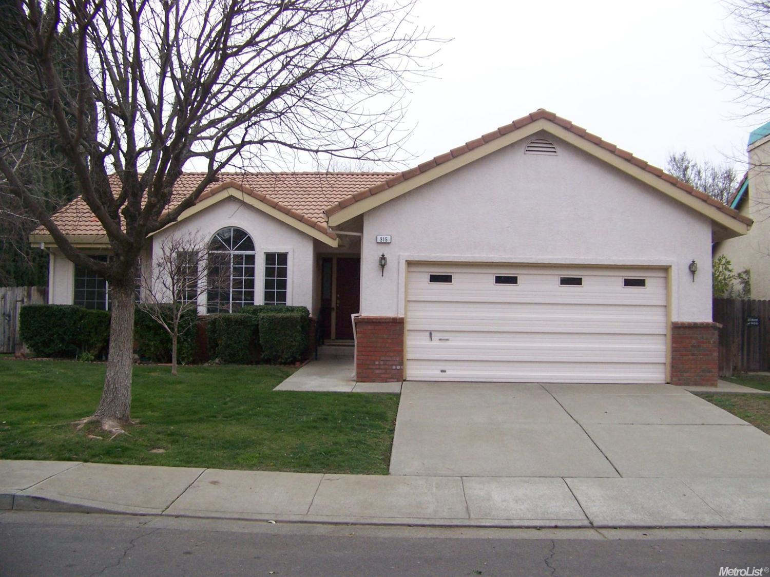 315 Hillview Ln, Winters, CA 95694
