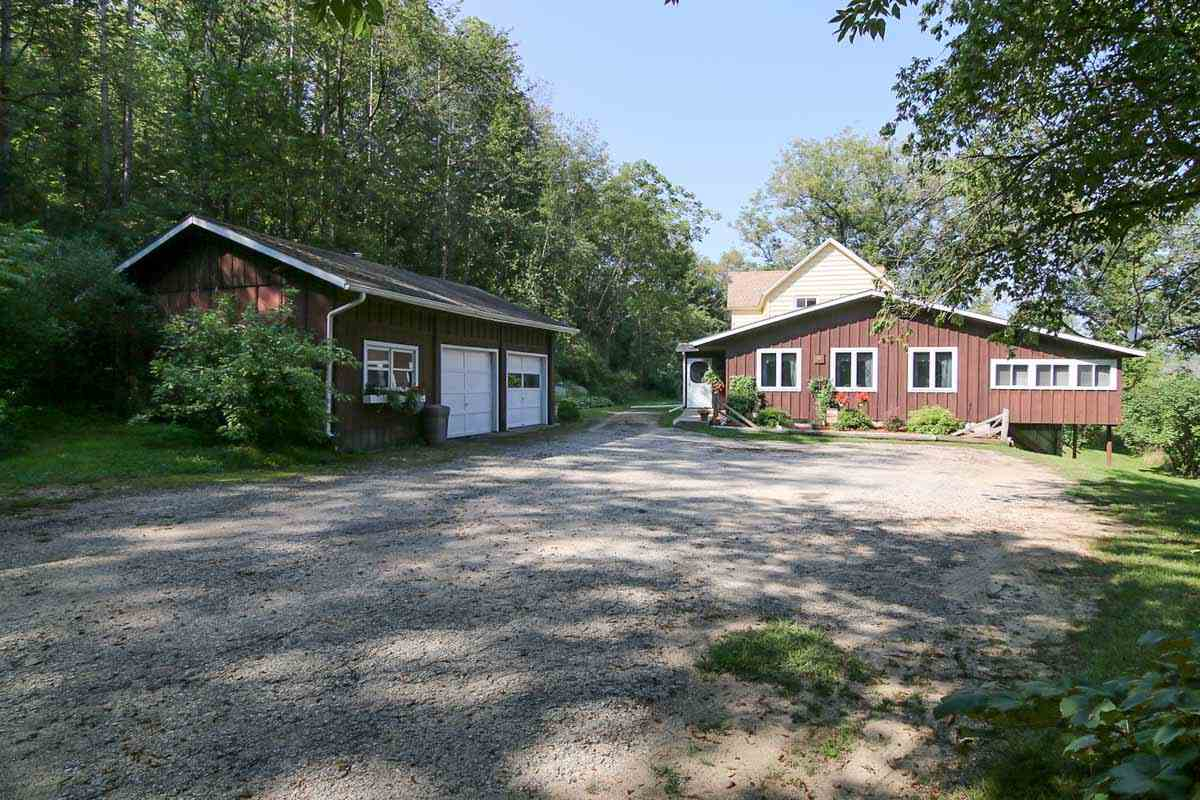 9239  Spring Valley Rd, Berry, WI 53515