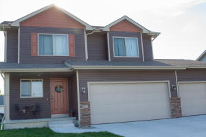603 Meadow Brook Pl, Huxley, IA 50124