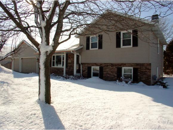 1701  Maplewood Dr, Little Chute, WI 54140