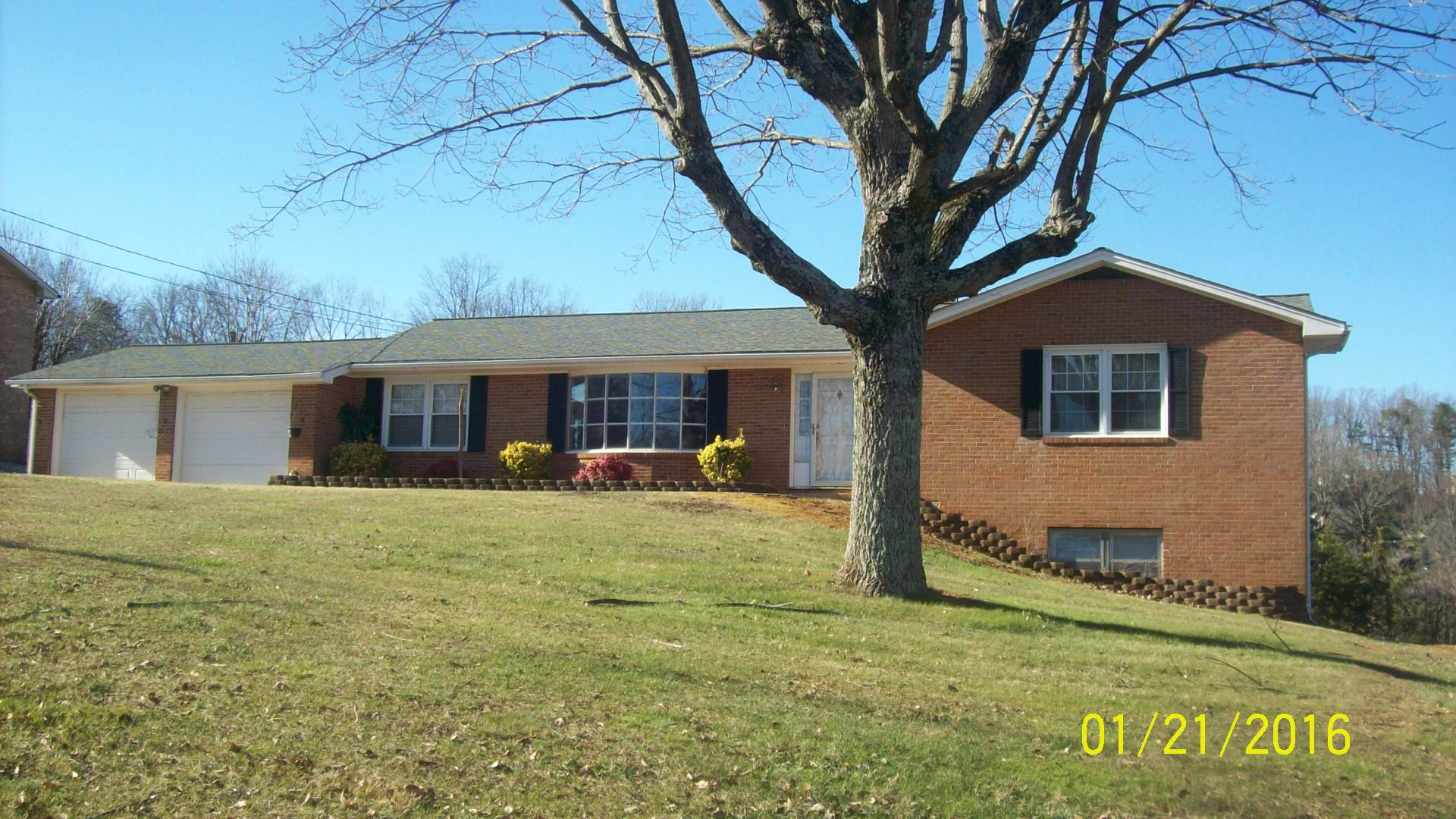 959 Colonial Dr, Collinsville, VA 24078