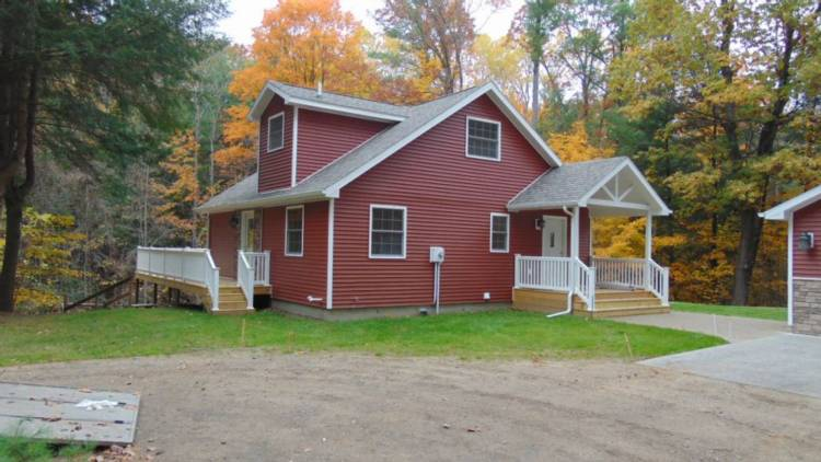 5600 N Clarence Ct., Edenville Twp., MI 48657