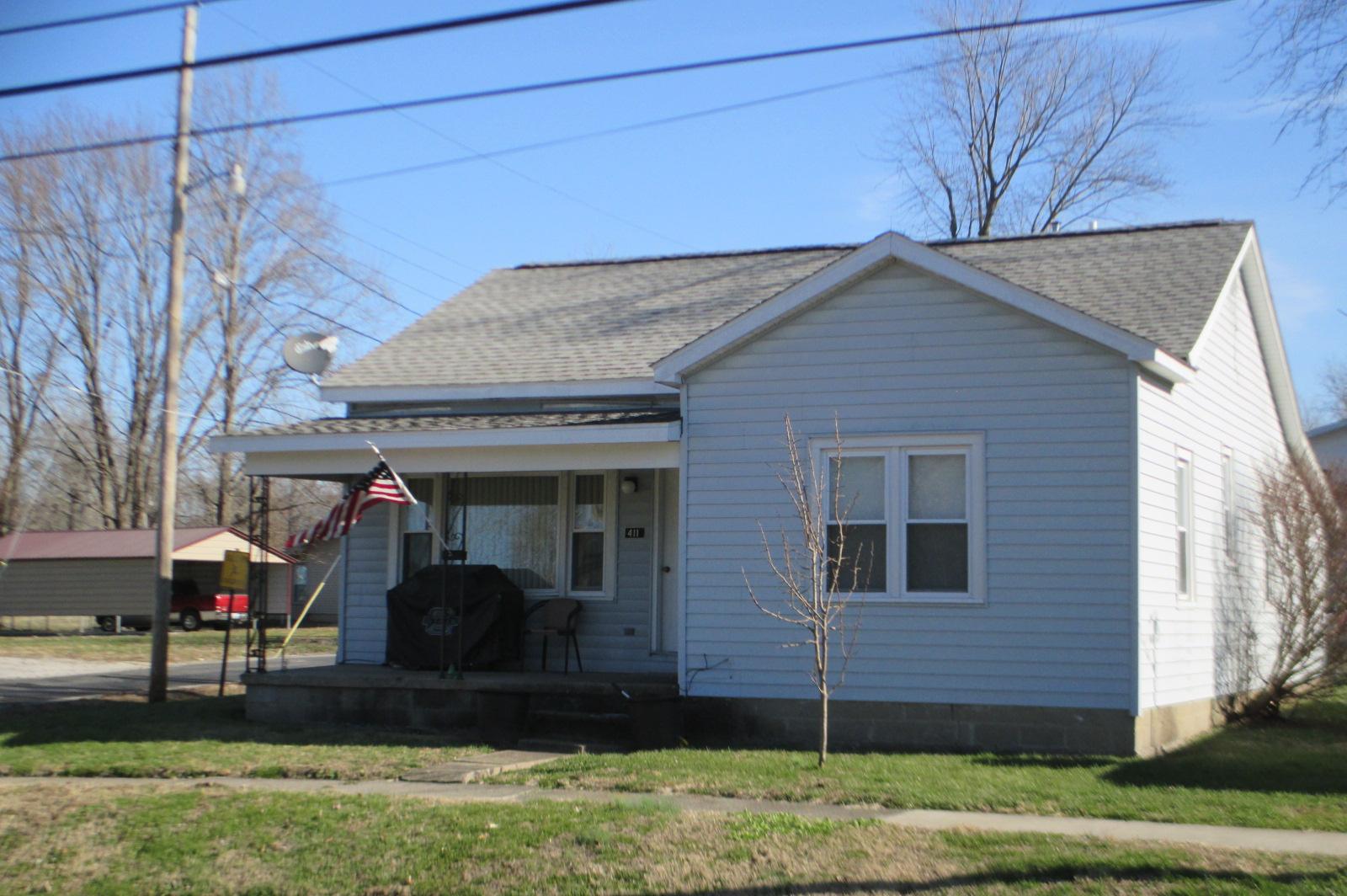 411 N Maple St, Cambria, IL 62915