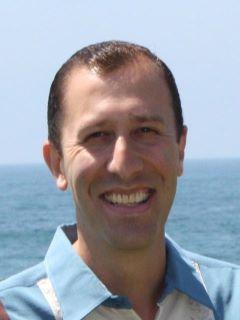 Gerardo Flores - Real Estate Agent