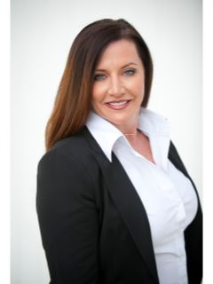Stefanie Barnes - Real Estate Agent