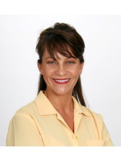 Tana Maggos-Lee of CENTURY 21 Bradley Realty, Inc.