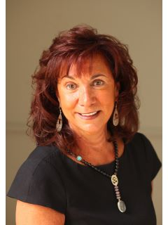Gracella Bennett of CENTURY 21 Van Der Wende Associates