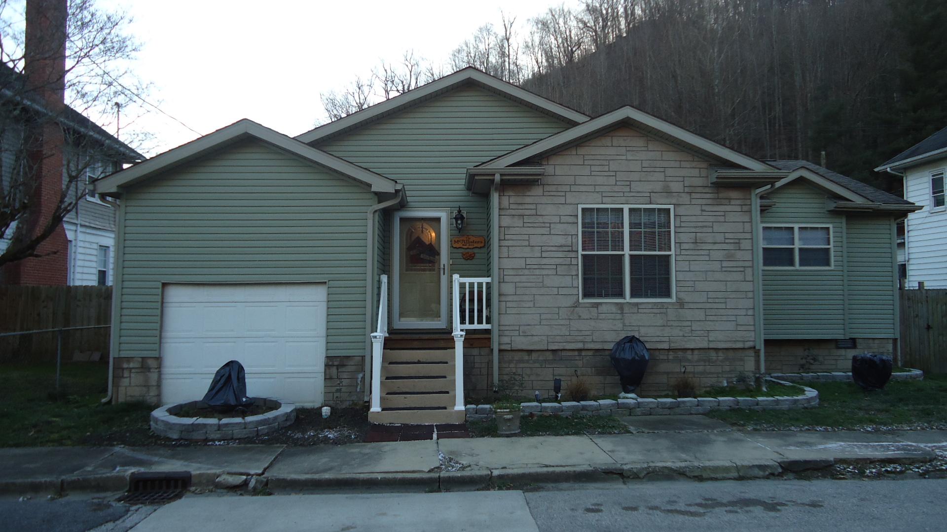 702 Coolidge St., Holden, West Virginia 25625