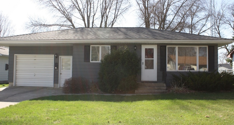506 Jackson Avenue N, Springfield, Minnesota 56087
