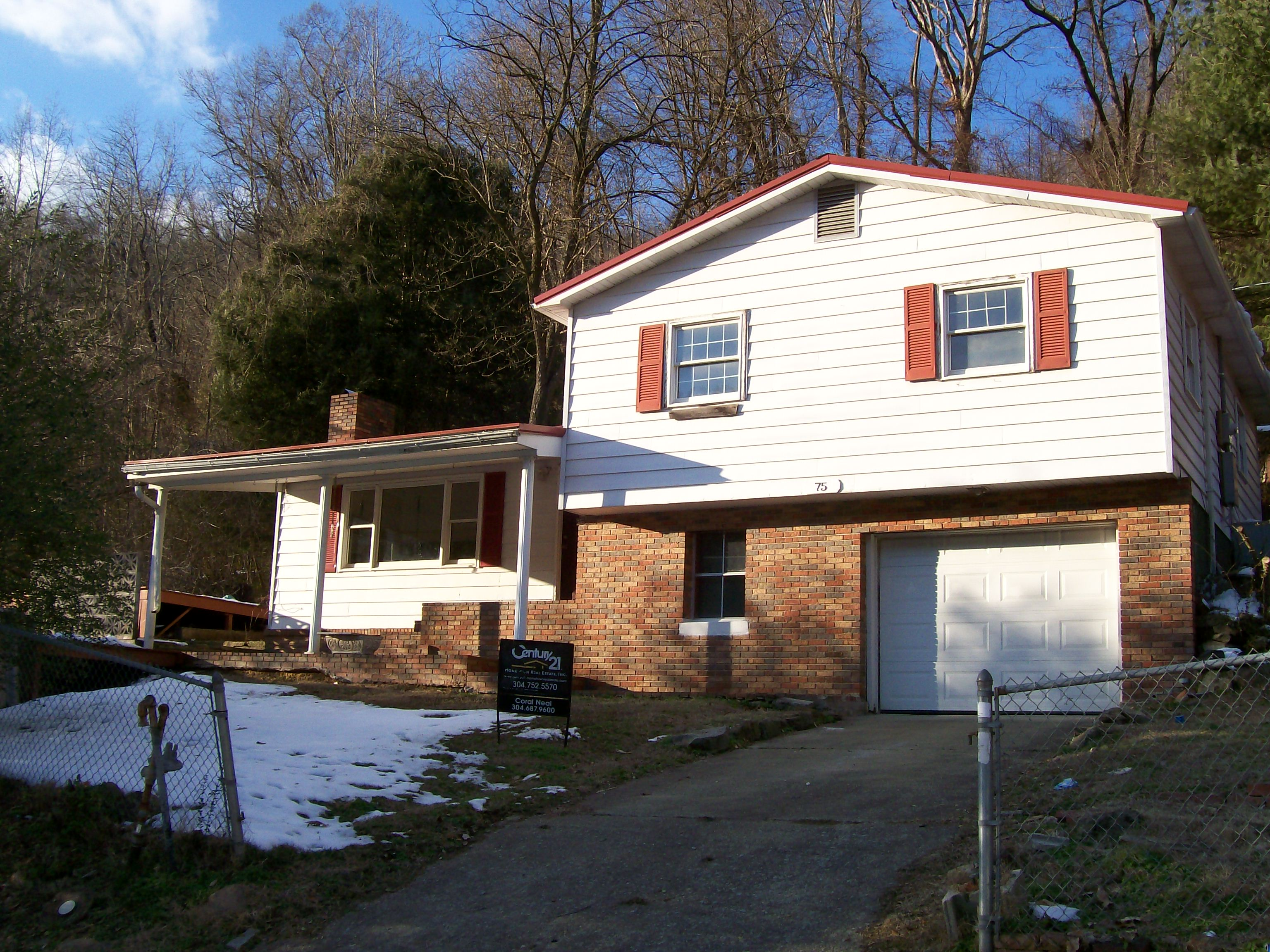 75 Highlawn Road, Mallory, West Virginia 25634