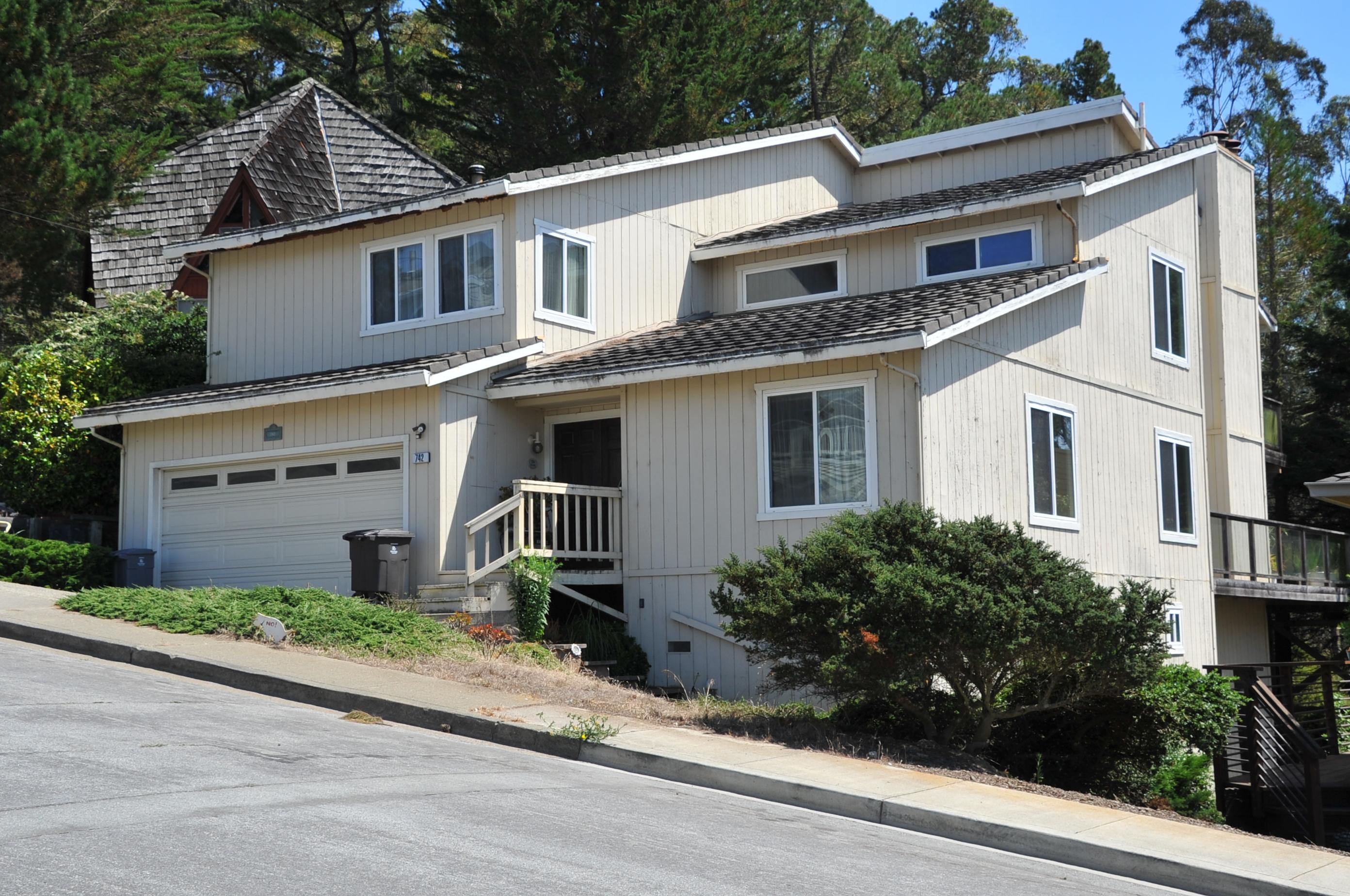 742 El Granada Blvd, El Granada, California 94018