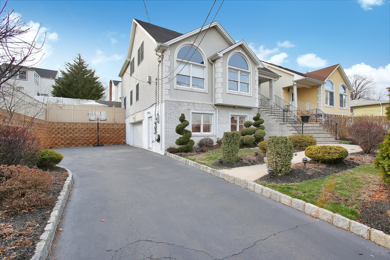 286 Meadow Rd, Rutherford, NJ 07070