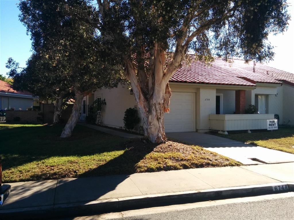 6744 Camino del Prado, Carlsbad, California 92011
