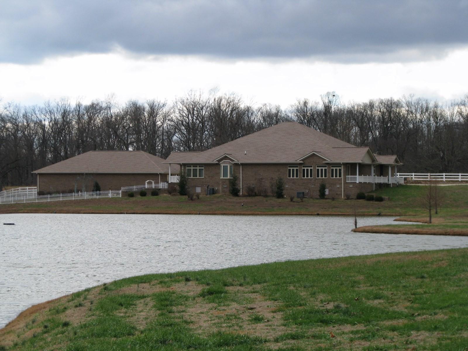 261 Stone Bridge, Benton, Kentucky 42025