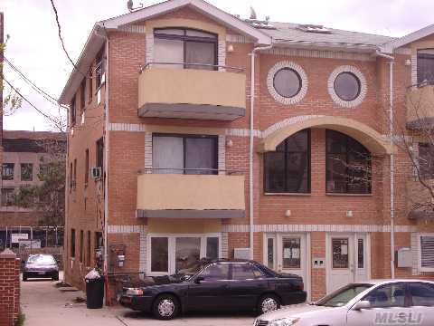 160-02 Normal Rd    , Jamaica Hills, NY 11432