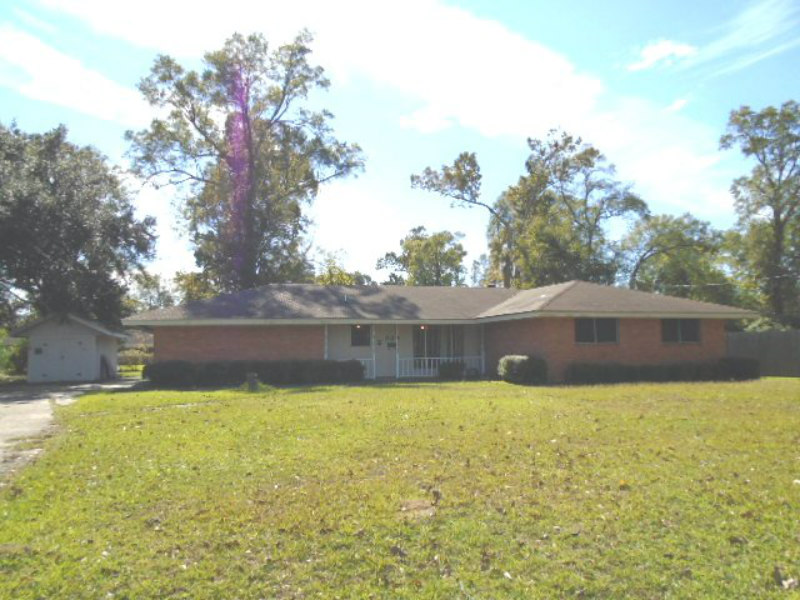 929 Live Oak St., Westlake, Louisiana 70669