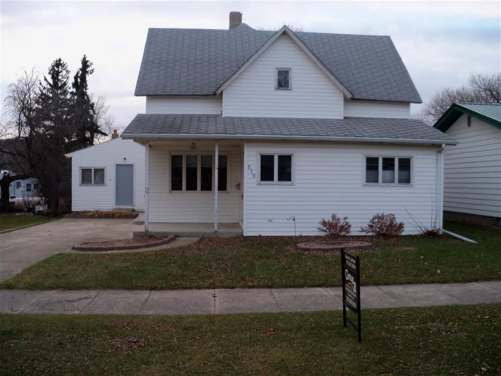 513 NE 1st Ave, Kenmare, North Dakota 58746