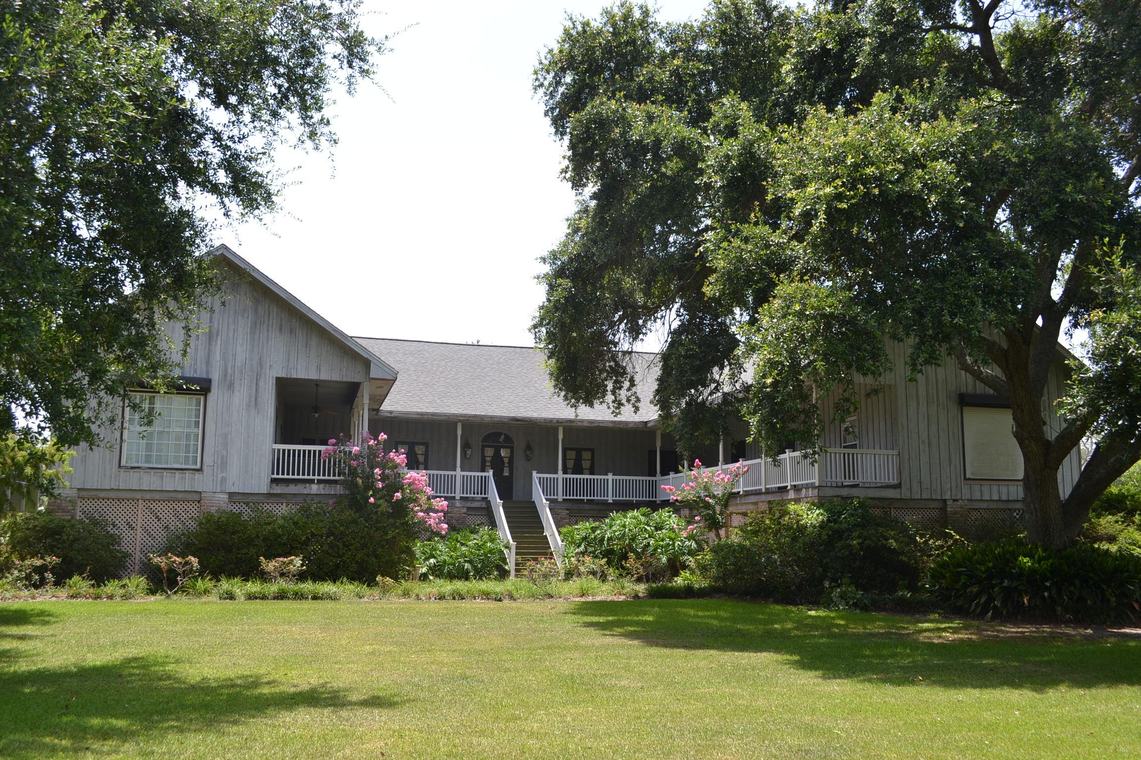 129 Summers Lane, Golden Meadow, Louisiana 70357