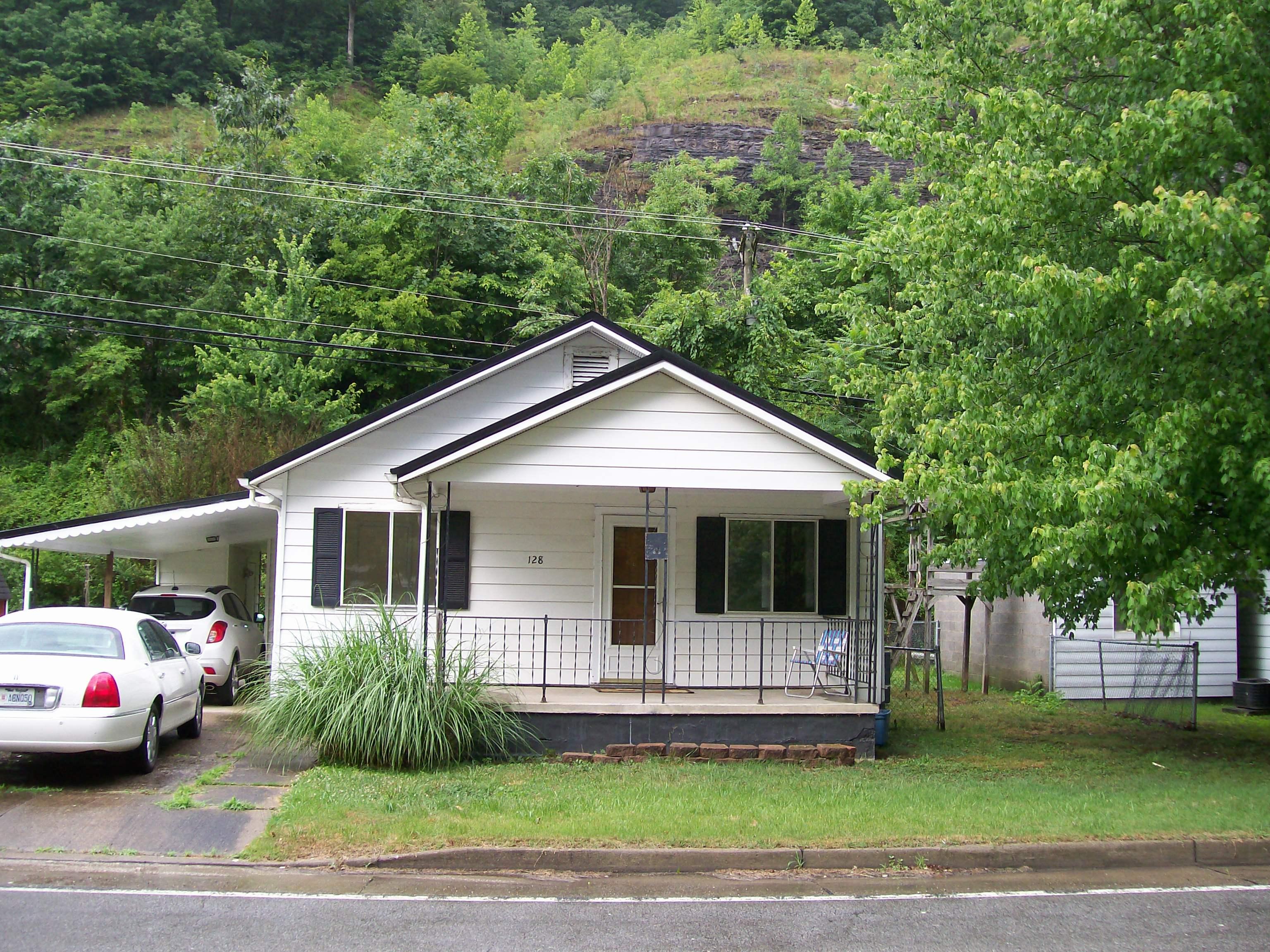 128 Copperas Fork Road, Holden, West Virginia 25625