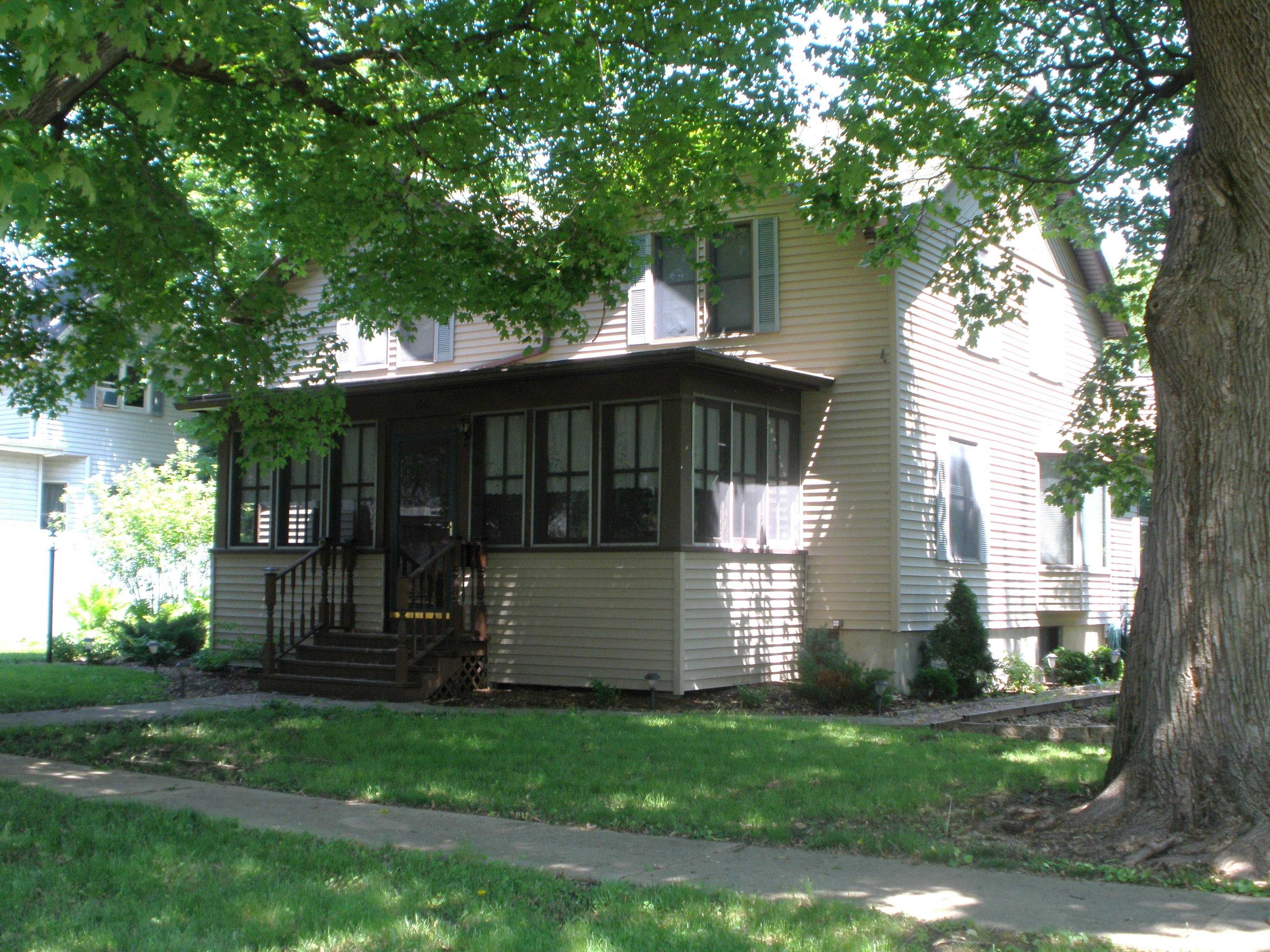1007 N 3rd Avenue , Mendota, Illinois 61342