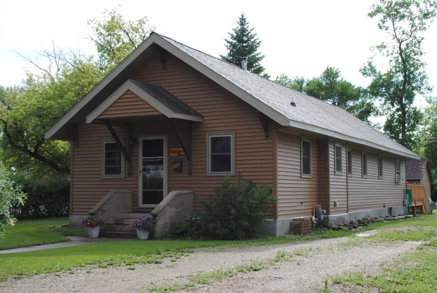 302 13th Sst N, New Rockford, North Dakota 58356