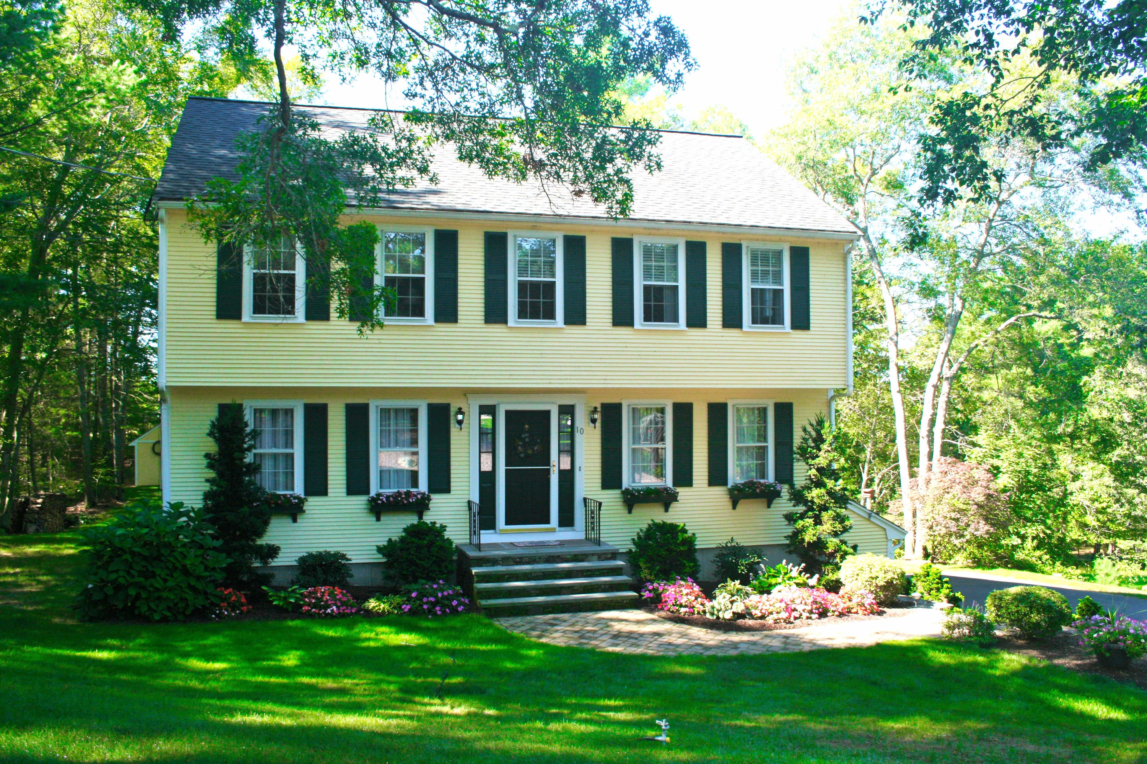 10 Leonard St, Carver, Massachusetts 02330