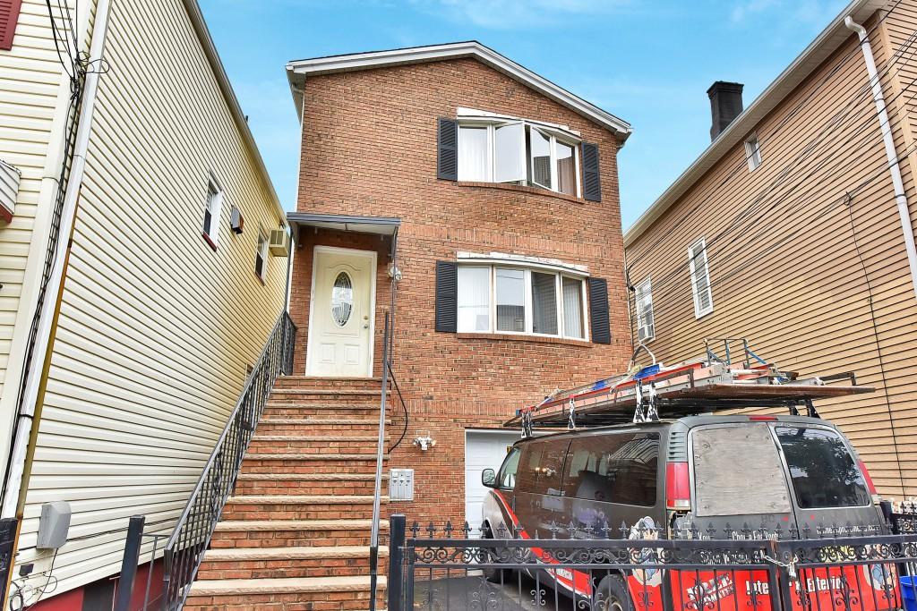 77 Washington St, Harrison, NJ 07029