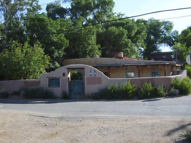19 Valerio Road, Ranchos De Taos, New Mexico 87557
