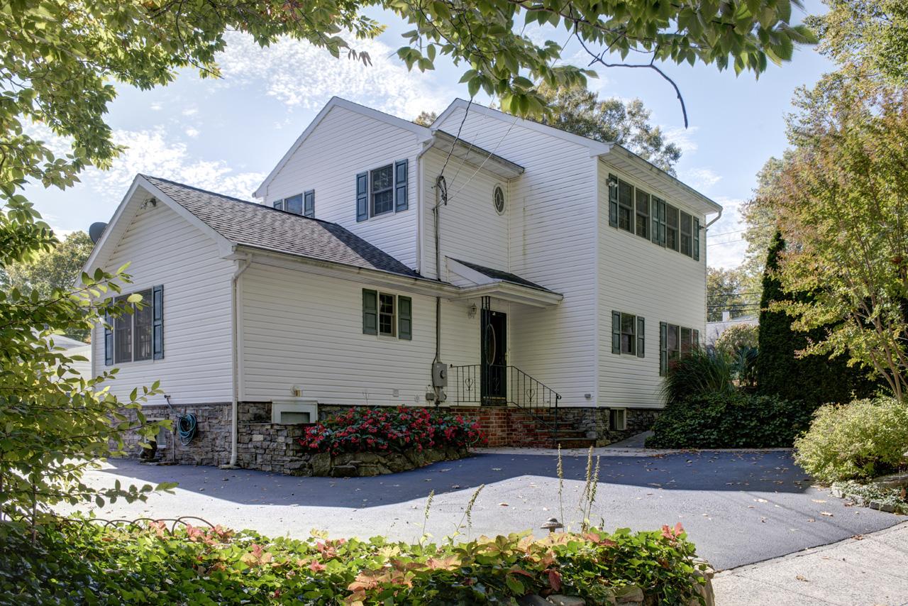 186 Park Rd, Riverhead, New York 11901