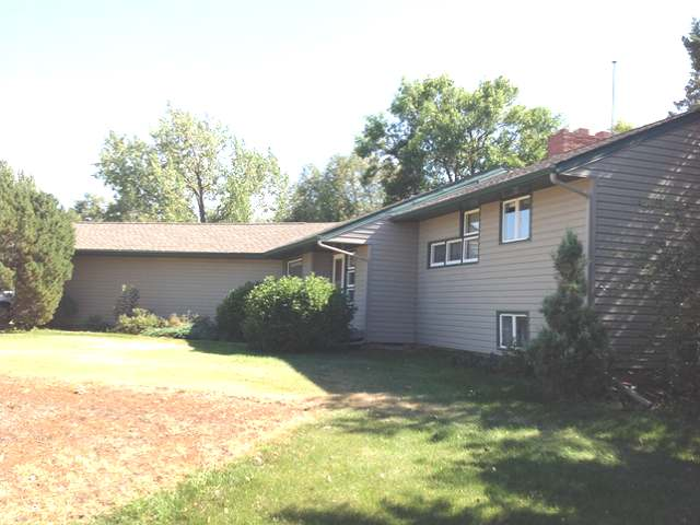 307 3rd St, Glen Ullin, North Dakota 58631