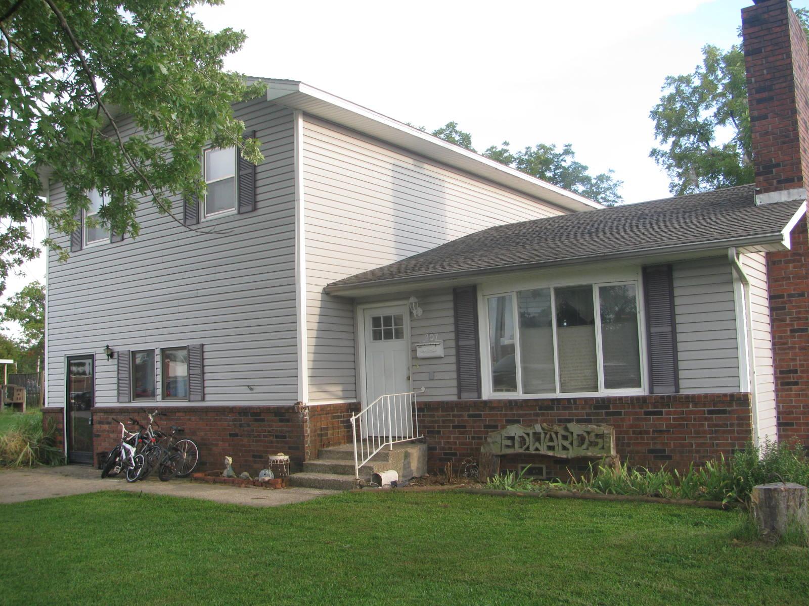 207 W Maple, Girard, Kansas 66743