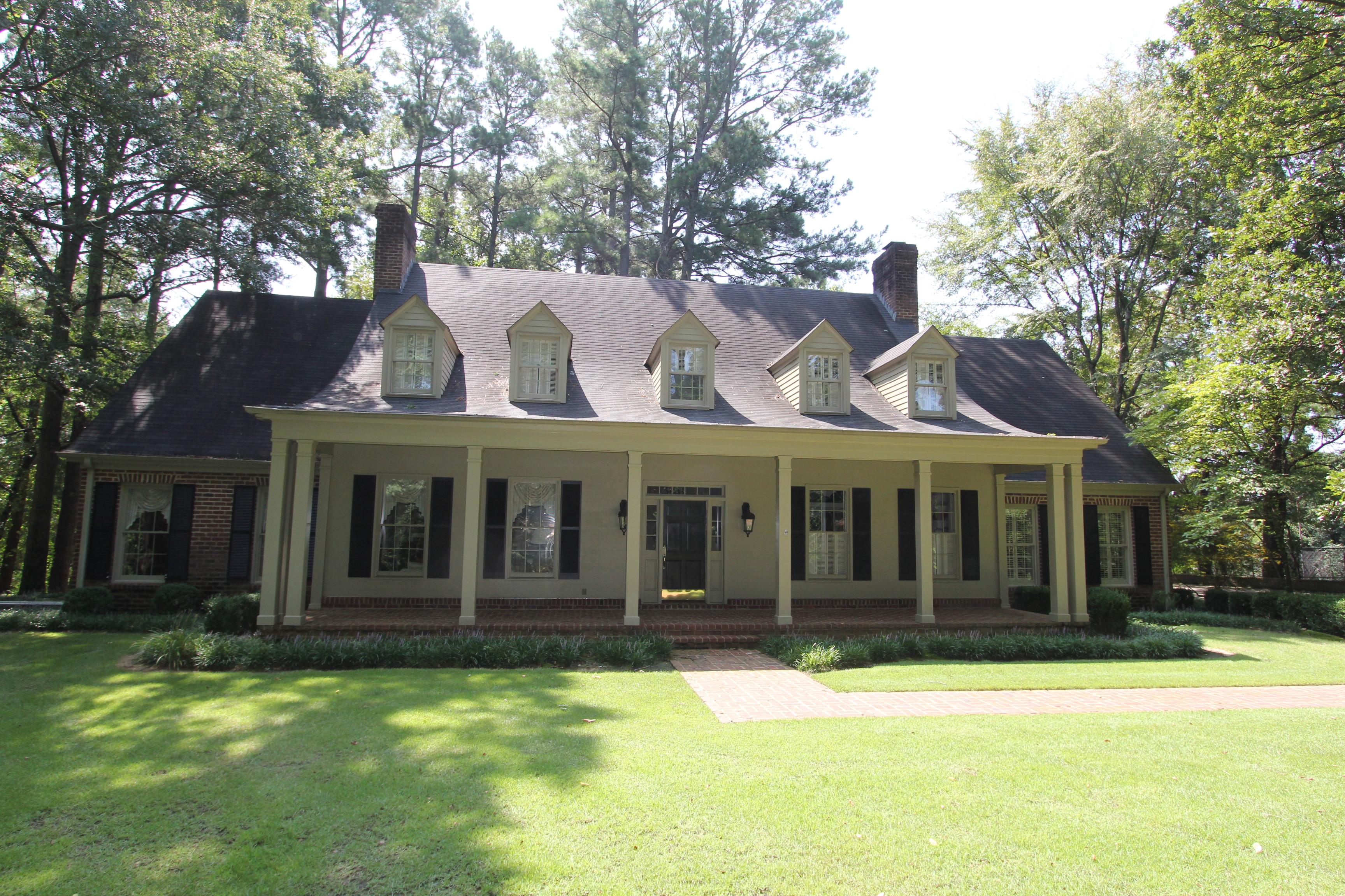 1932 Allyson Drive, Tupelo, Mississippi 38804