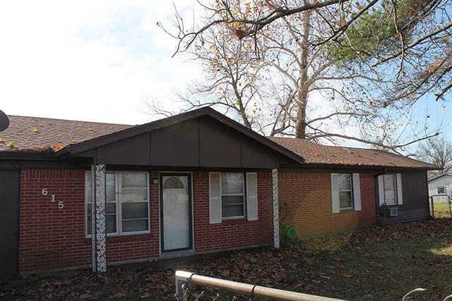 615 W North St., Blossom, Texas 75416