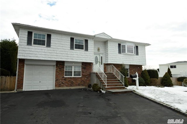 4 Monika Court, Bethpage, New York 11714