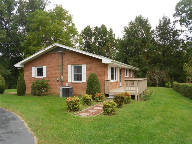 450 Bear Cage Rd, Roan Mountain, Tennessee 37687