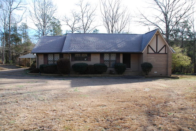 696 11th Street NE, Vernon, Alabama 35592
