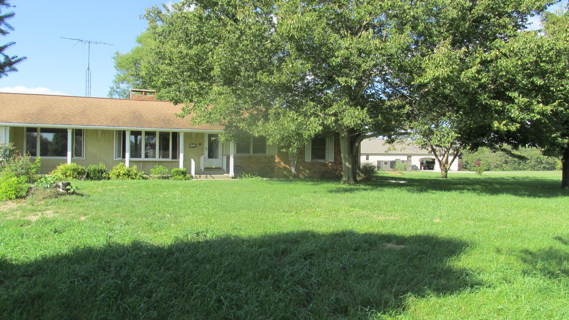 7349 Walshville Trail, Hillsboro, Illinois 62049
